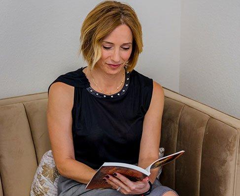 Gemi Bertran is reading a book